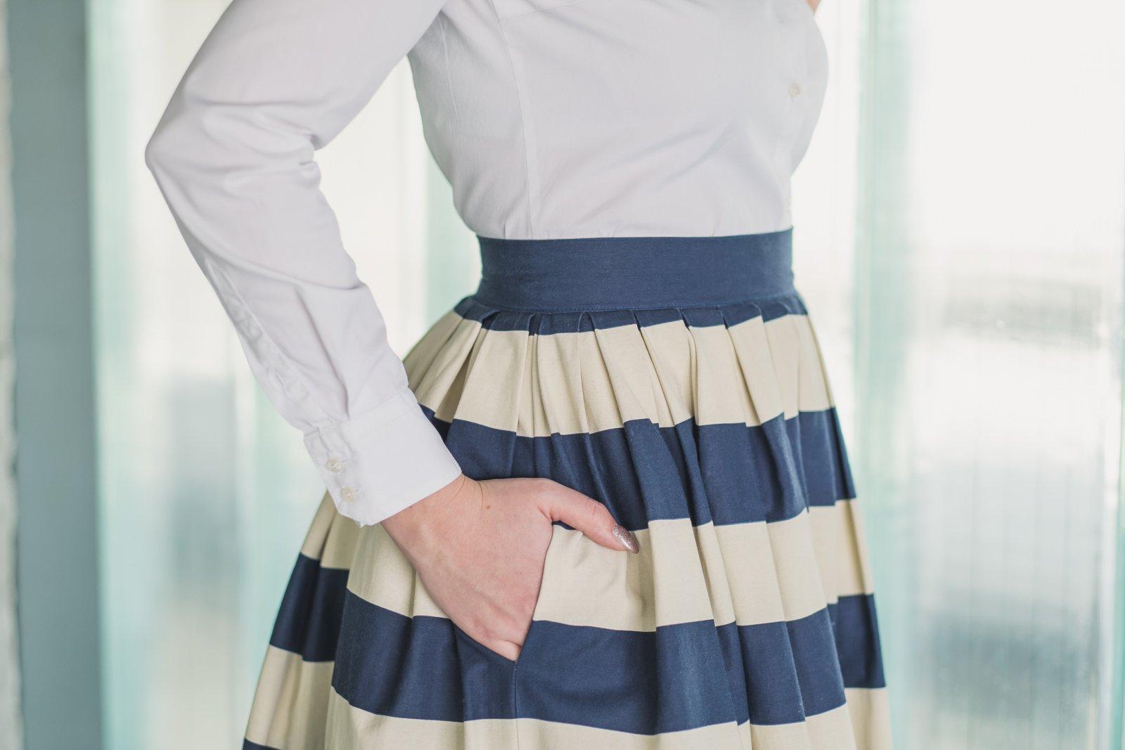 Vyhrnutá sukňa pics.com